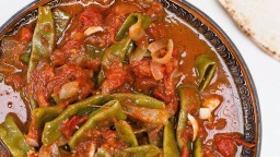 Fasolia (tomato-spiced green beans)