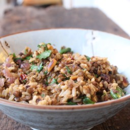 Spinach, rice and lentil salad with tahini sauce