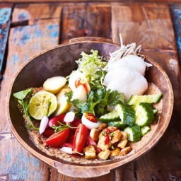 Gado gado (Indonesian salad with spicy peanut sauce)