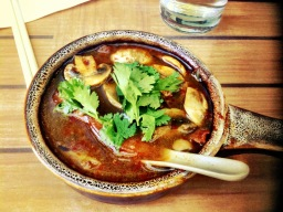 Dtom yam het (hot & sour soup with mushrooms)