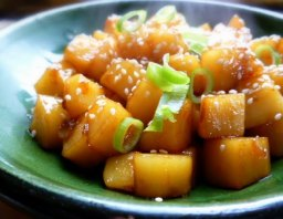 Gamja jorim (Korean braised potato dish)